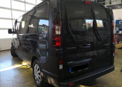 Renault Trafic Black extra Dark Scheibentönung