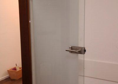 Sichtschutzfolie Glasstüre Zahnarztp. (Handmade) 1