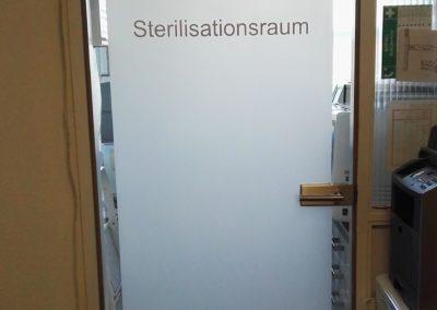 Sichtschutzfolie Glasstüre Zahnarztp. (Handmade) mit Beschriftung 2