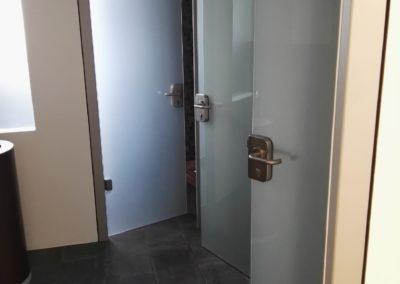Sichtschutzfolie an Herren WC 2