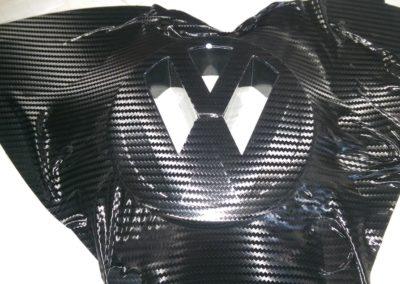 VW Zeichen in 3D Carbon beklebt 1
