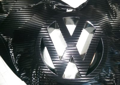 VW Zeichen in 3D Carbon beklebt 2